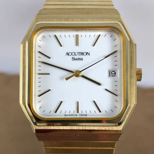 VINTAGE Bulova ACCUTRON SWISS QUARTZ  Day Watch